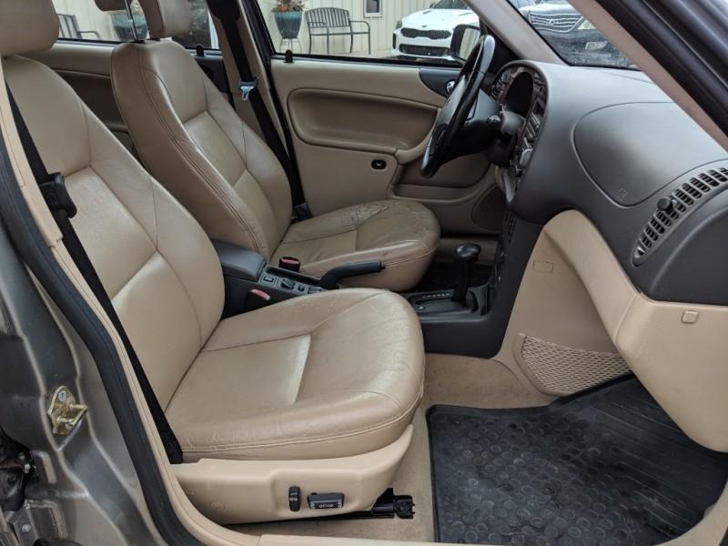 Saab 9-3 2002 price $2,500 Cash