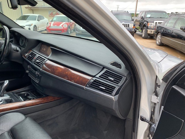 BMW X5 2008 price $7,000 Cash