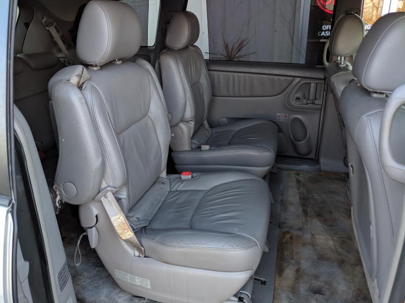 Toyota Sienna 2006 price $3,000 Cash