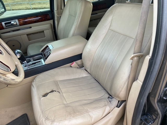 Lincoln Navigator 2006 price $3,800 Cash