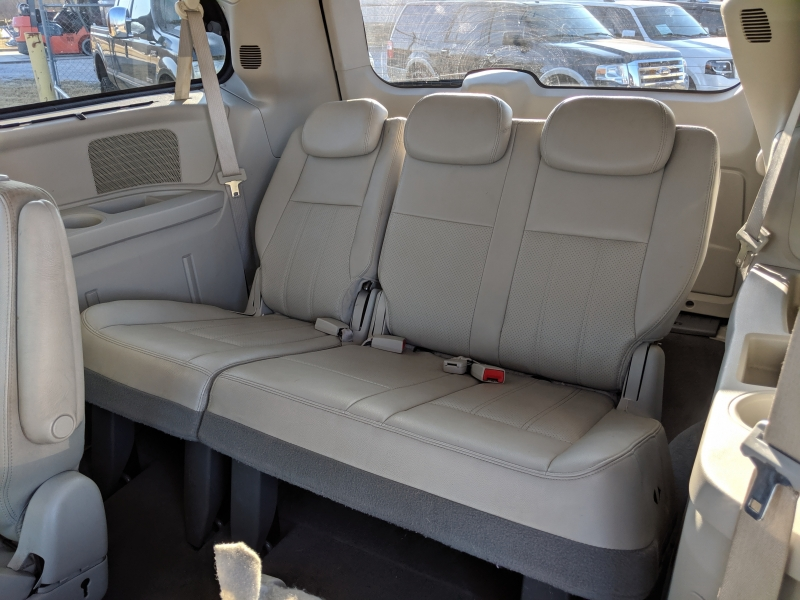 Chrysler Town & Country 2009 price $4,000 Cash