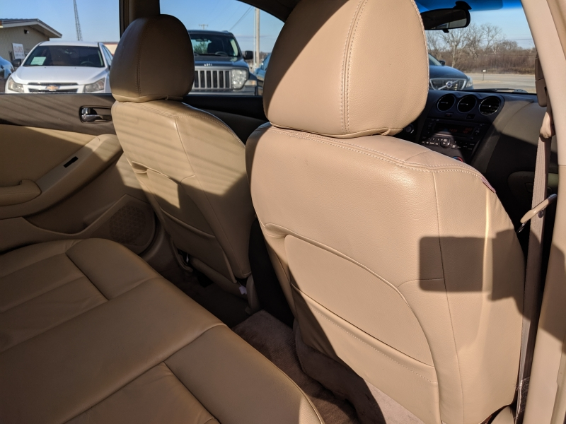 Nissan Altima 2009 price $3,400 Cash