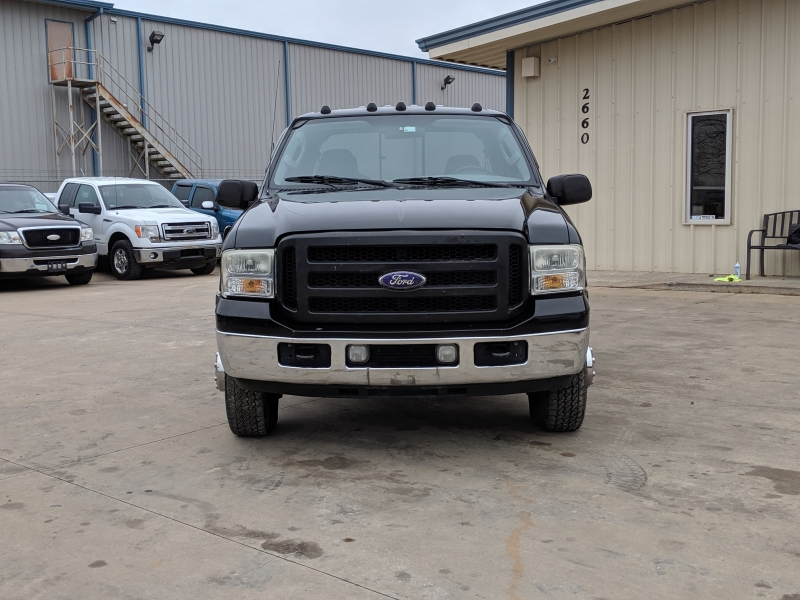 Ford Super Duty F-350 DRW 2005 price $10,000 Cash