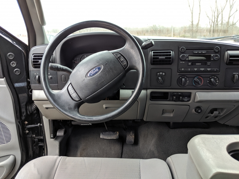 Ford Super Duty F-350 DRW 2005 price $11,900 Cash
