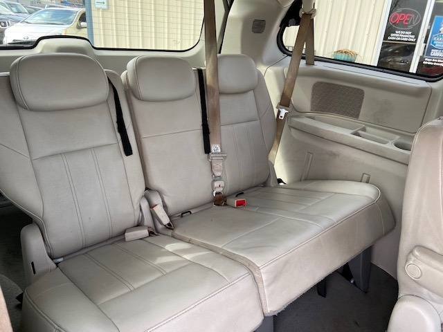 Chrysler Town & Country 2008 price $4,300 Cash