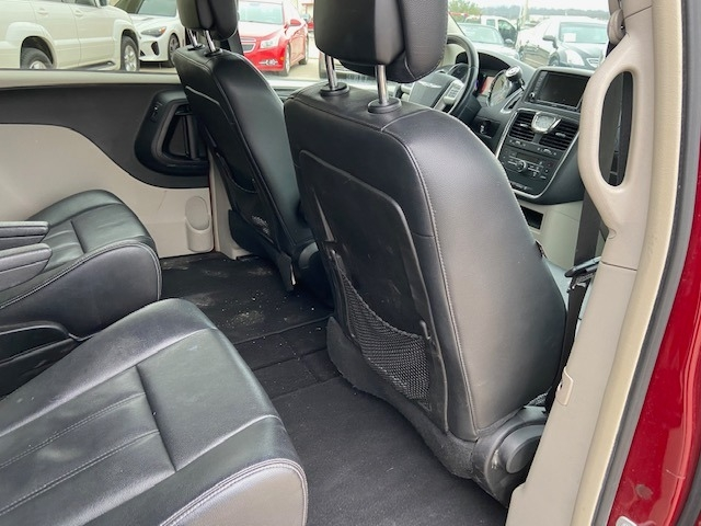 Chrysler Town & Country 2014 price $6,000 Cash
