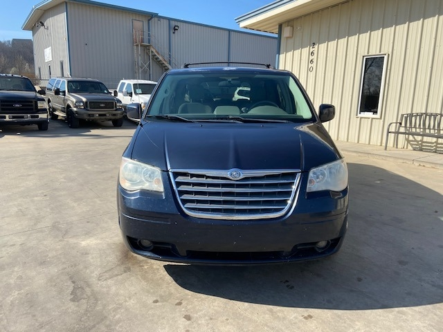 Chrysler Town & Country 2008 price $4,800 Cash