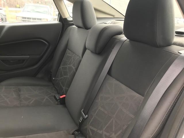 Ford Fiesta 2012 price $4,000 Cash