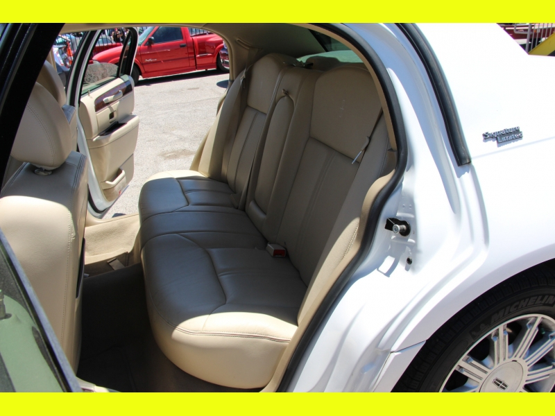 Lincoln Town Car 2008 price $7,499