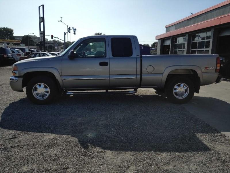 GMC NEW SIERRA 2003 price $9,400