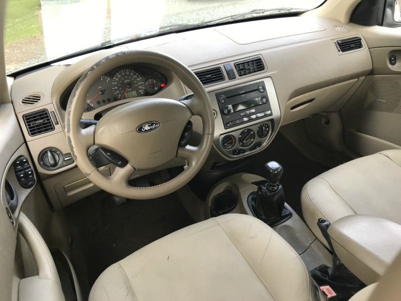Ford Focus 2005 price $2,400