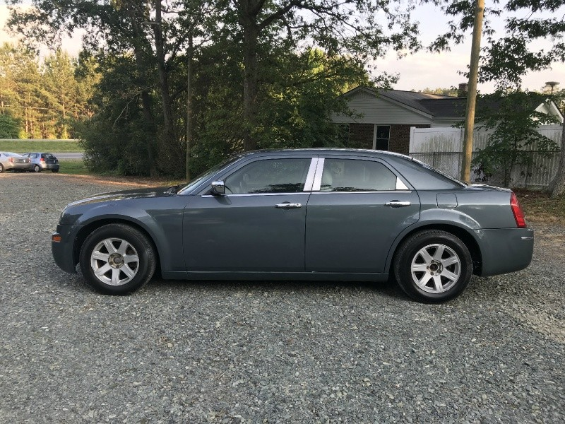 Chrysler 300 2005 price $3,500