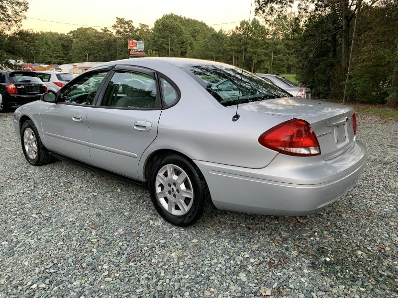 Ford Taurus 2005 price $2,999