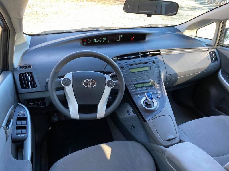 Toyota Prius 2010 price $5,400