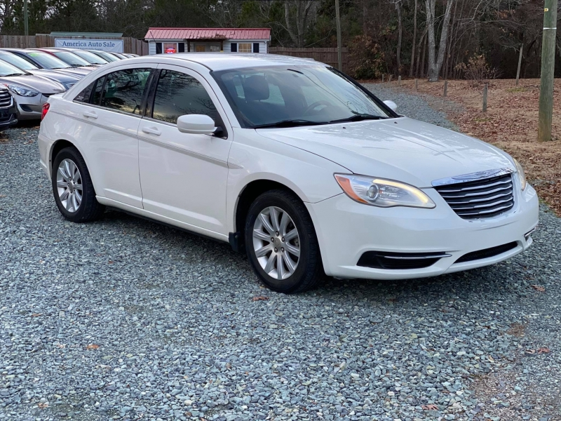 Chrysler 200 2011 price $5,400