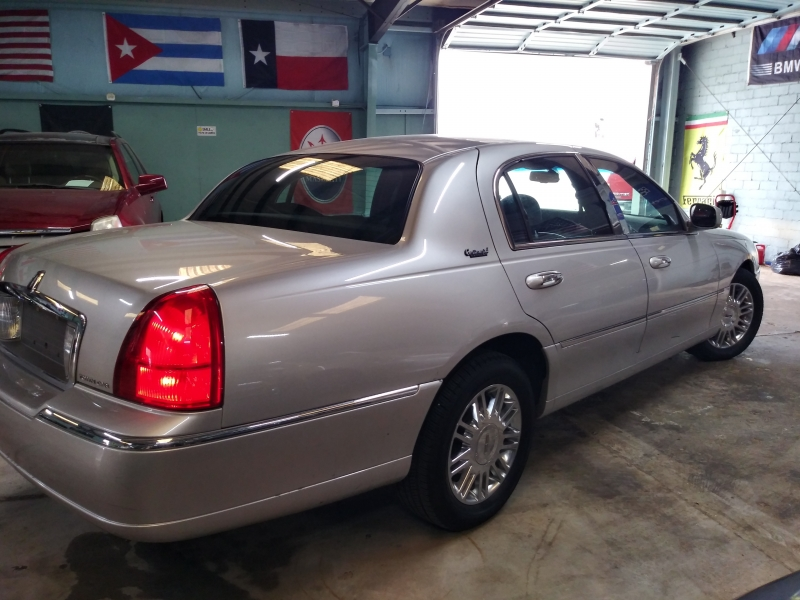 Lincoln Town Car 2010 price $3,490