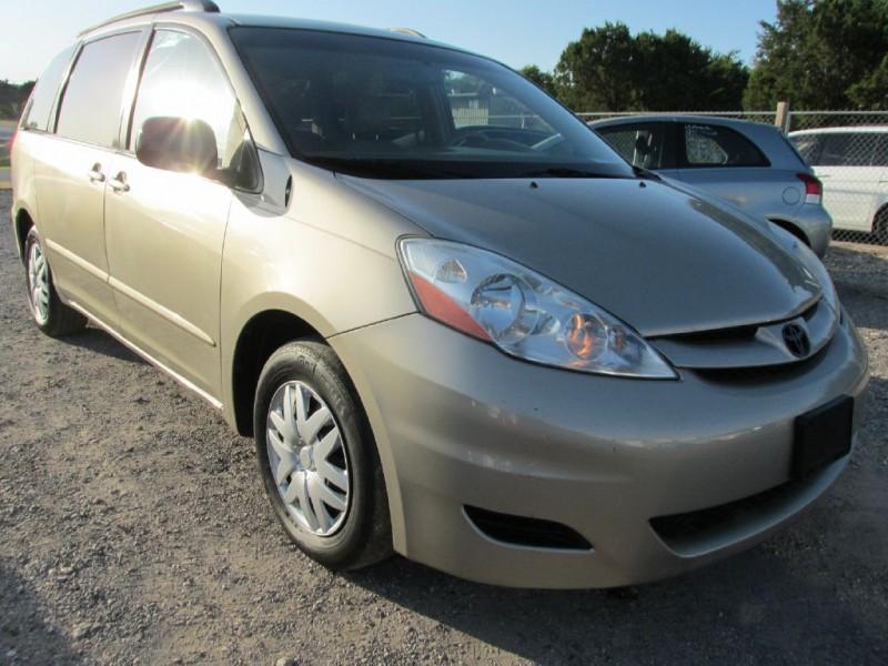 TOYOTA SIENNA 2008 price $3,000