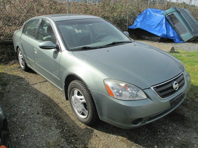 Nissan Altima 2004 price $900