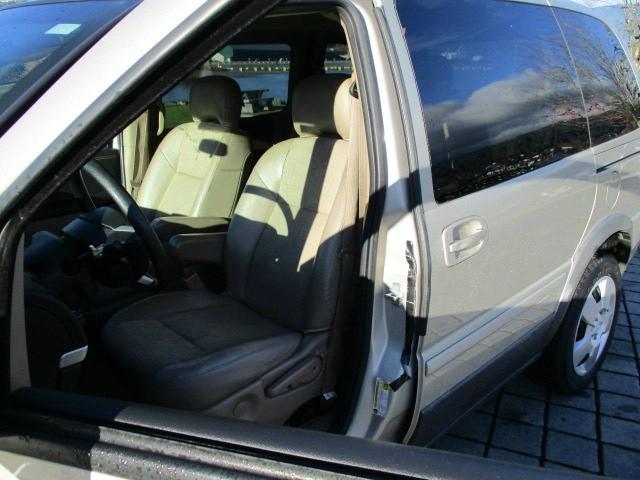 Pontiac Montana SV6 2008 price $2,500