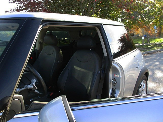 Mini Cooper Hardtop 2006 price $5,500