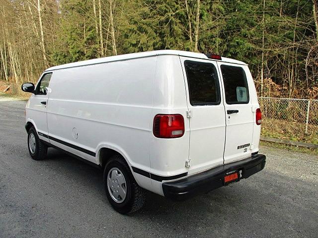 Dodge Ram Van 2000 price $3,300