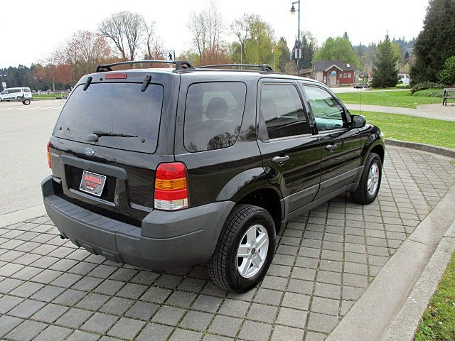Ford Escape 2005 price $3,500