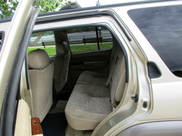 Nissan Pathfinder 1999 price $1,900