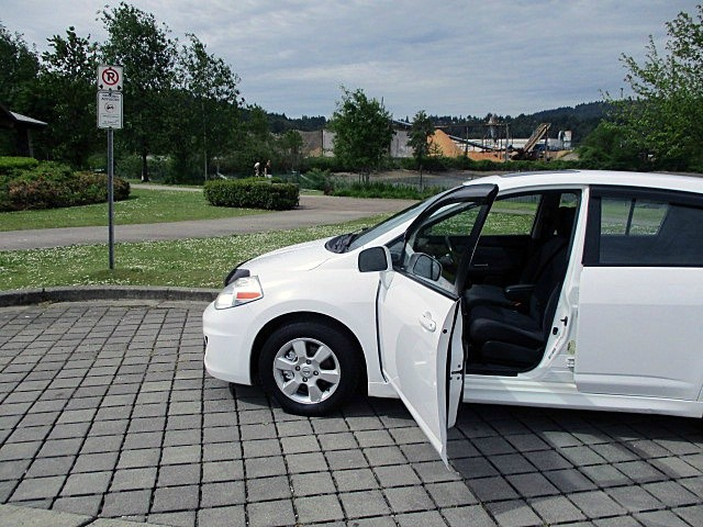 Nissan Versa 2009 price $3,500