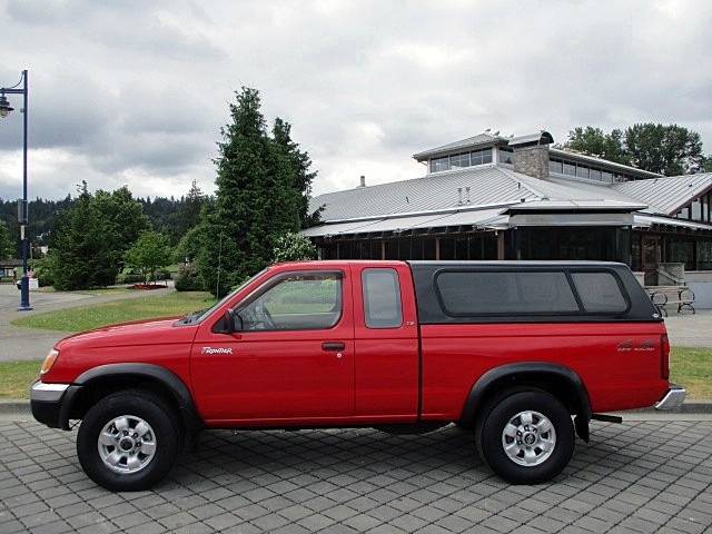 Nissan Frontier 4WD 1999 price $4,900