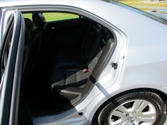 Ford Fusion 2006 price $3,900