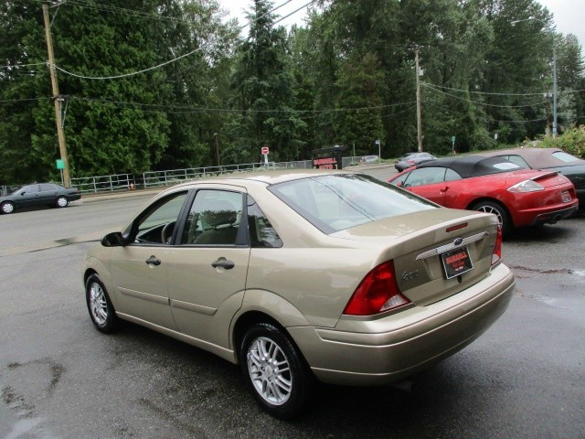 Ford Focus 2000 price $900