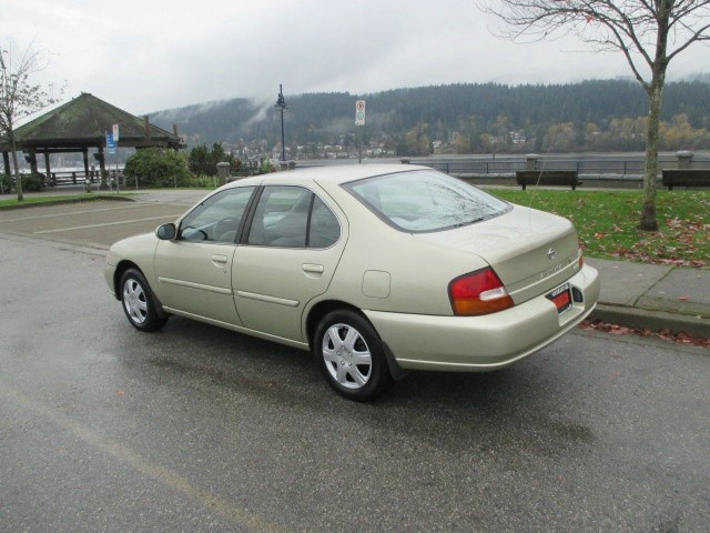 Nissan Altima 1998 price $1,200