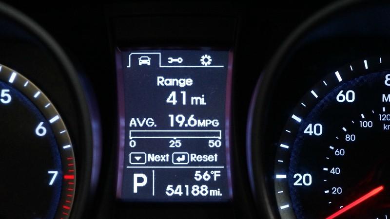 Hyundai Santa Fe 2013 price $15,990