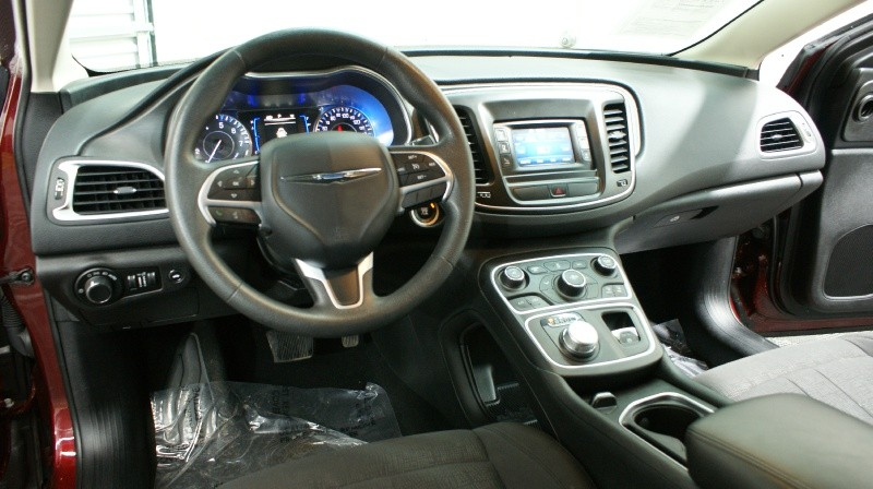 Chrysler 200 2016 price $13,900