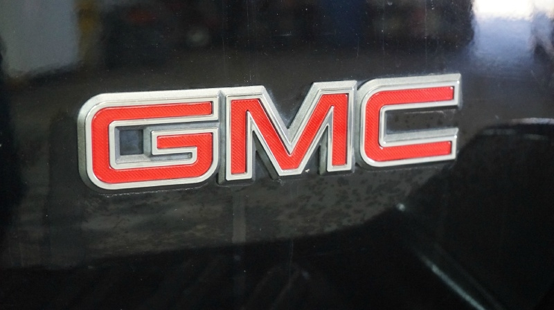 GMC Envoy 2002 price 6990 + $499(D&H)
