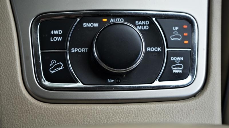 Jeep Grand Cherokee 2011 price 15990 + $499(D&H)