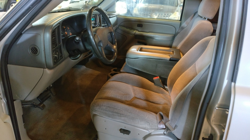 Chevrolet Suburban 2004 price $3,995 Cash