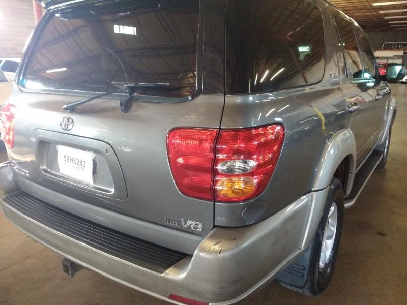 Toyota Sequoia 2004 price $2,995