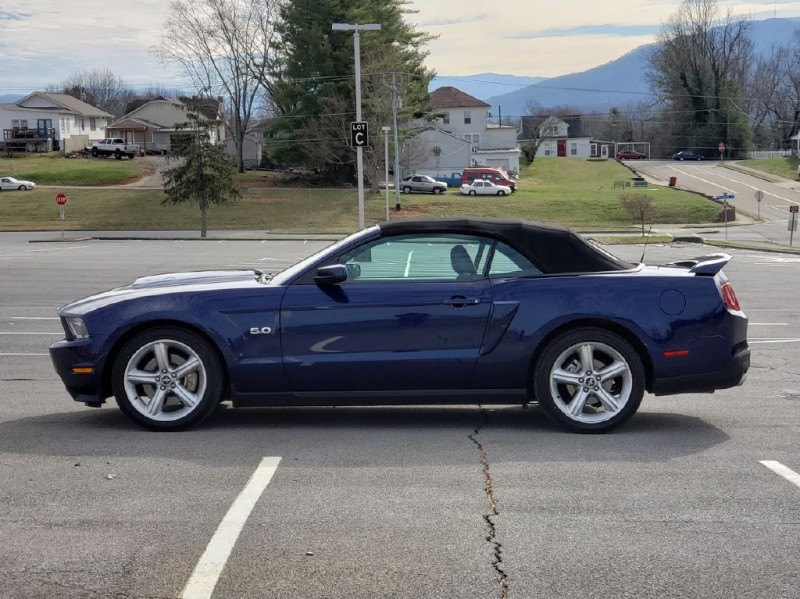 FORD MUSTANG 2011 price $15,000