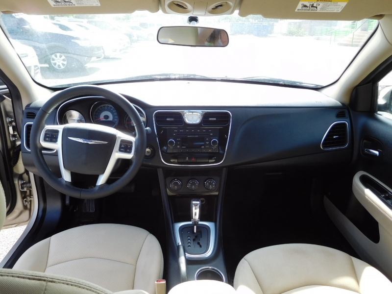 Chrysler 200 2013 price $9,995