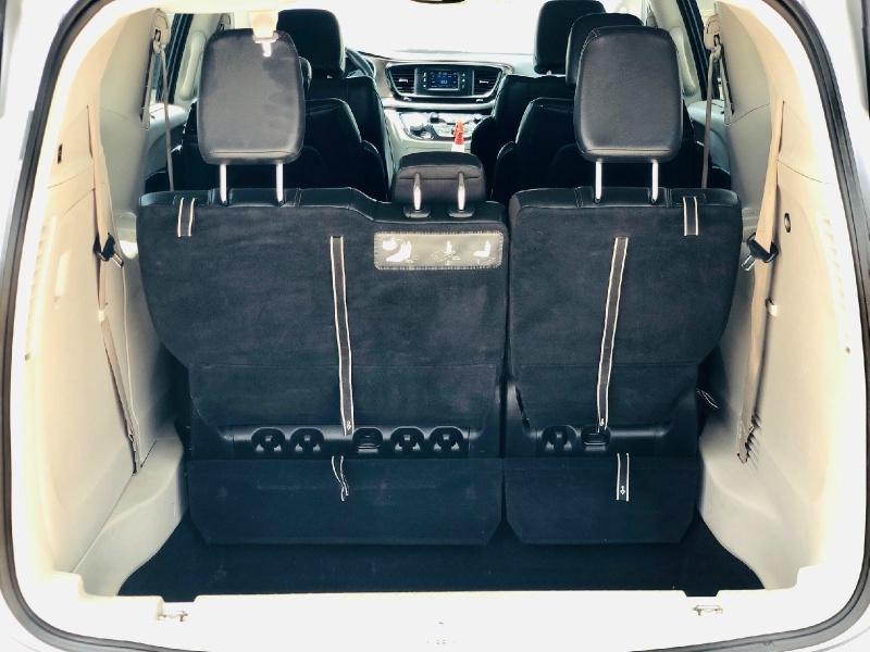 Chrysler Pacifica 2017 price $15,750