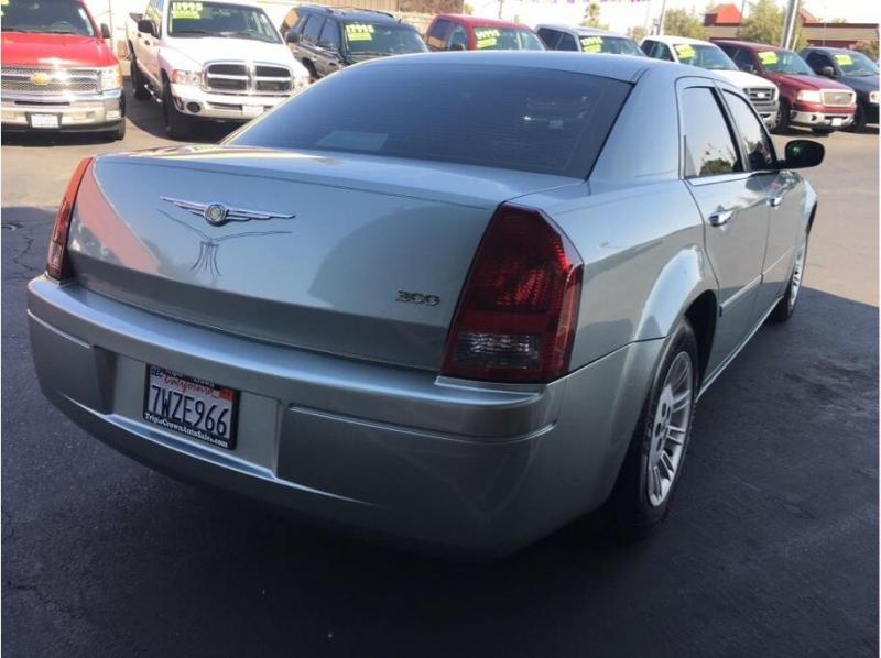 Chrysler 300 2005 price $5,995