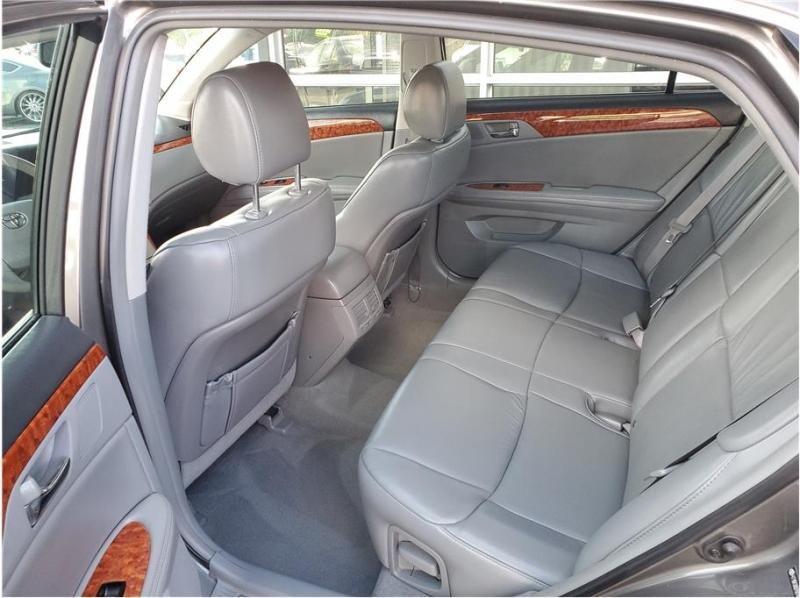 Toyota Avalon 2006 price $9,995