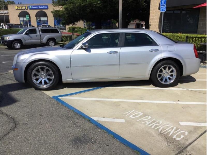 Chrysler 300 2005 price $7,995