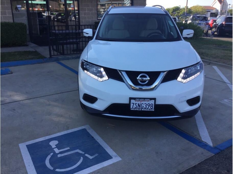 Nissan Rogue 2016 price $15,995