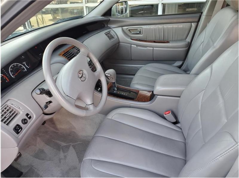 Toyota Avalon 2002 price $6,995