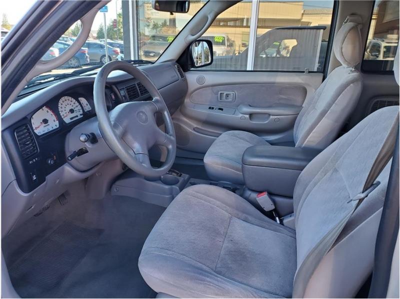 Toyota Tacoma Xtracab 2003 price $12,995