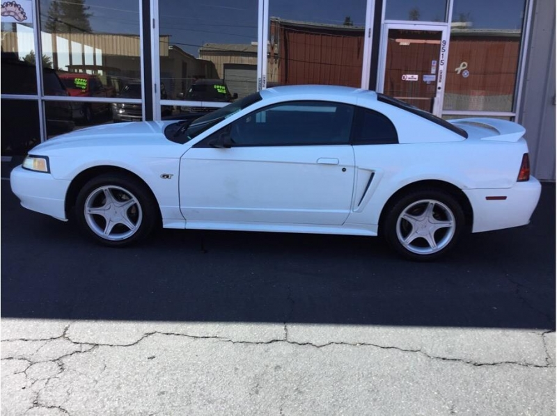 Ford Mustang 2000 price $5,995