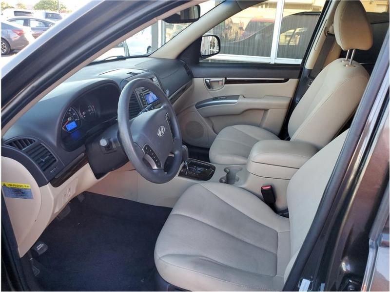 Hyundai Santa Fe 2011 price $8,995