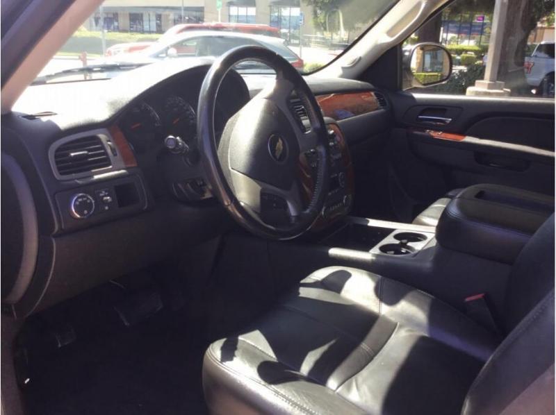Chevrolet Suburban 1500 2011 price $14,995